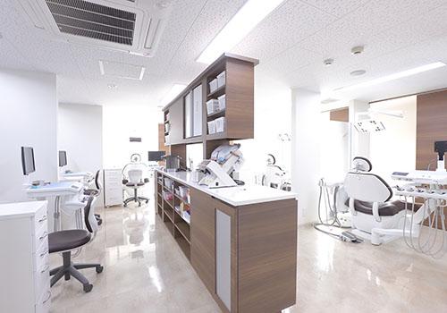 あいおい歯科新宿駅西口医院